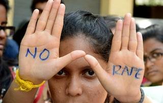 Orrore in India, 15enne stuprata per giorni da decine di uomini: 29 arrestati