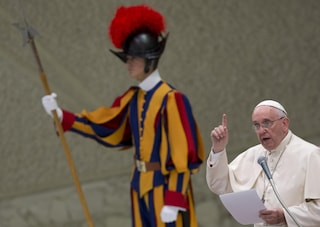 Scandalo milionario in Vaticano, sospesi cinque dipendenti per operazioni finanziarie sospette