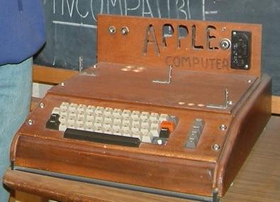 buon-compleanno-apple-la-mela-morsicata-compie-36-anni1