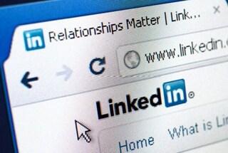 """LinkedIn accusata di """"sessismo"""" per aver eliminato immagini di sviluppatrici web troppo belle"""