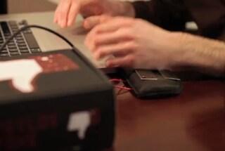 Scosse elettriche per evitare di utilizzare troppo Facebook [VIDEO]