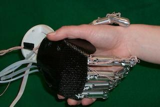Realizzata la prima mano artificiale con la percezione tattile