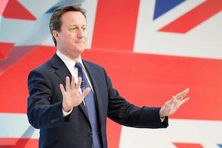 La censura di Cameron: la polizia dovrà approvare tweet e post