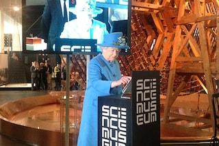 La Regina Elisabetta da oggi su Twitter: @BritishMonarchy è l'account ufficiale