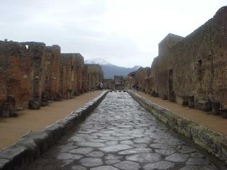 Dopo il crollo negli scavi di Pompei, Bondi non intende dimettersi