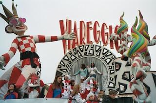 Feste di Carnevale: a Venezia, Viareggio, Fano e Ivrea sfilate e maschere