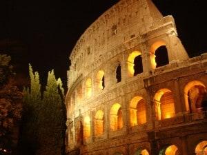 Colosseo e maschere di Carnevale