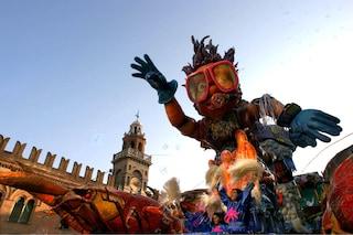 Carnevale a Cento: il fantoccio di Tasi tra tradizione e carri allegorici