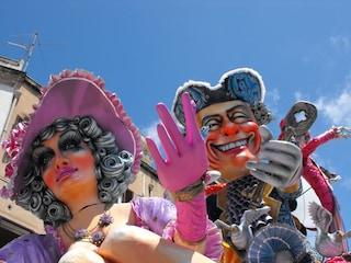 Carnevale di Sciacca 2011: carri allegorici e tradizione siciliana
