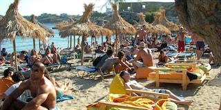 Spiagge di Mykonos in Grecia: sabbia dorata e mare cristallino