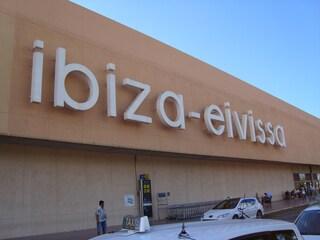 Come arrivare a Ibiza: voli low cost, compagnie aeree e prezzi