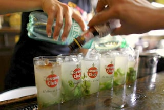 I cocktail dell'estate: Manhattan e Aviation sfidano Mojito e Capiroska