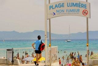 Vietato fumare per 13 km di spiaggia vicino Marsiglia [VIDEO]