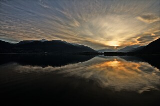 Gli impressionanti spettacoli della natura sui laghi del Ticino