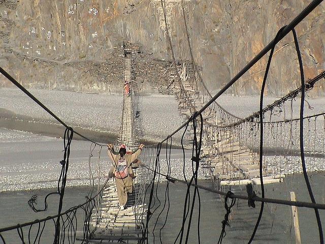 ponti sospesi fiume hunza