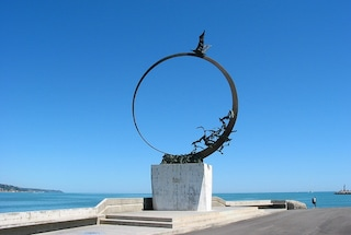In viaggio lungo la costa delle Marche, tra storia e mare