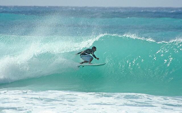 barbados-barreling-wave