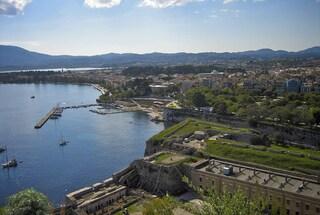 In viaggio a Corfù, la più gettonata meta estiva della Grecia
