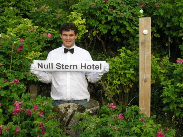 Null Stern Hotel, Second Check In