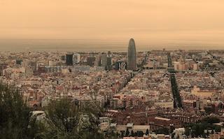 Capodanno a Barcellona: il rito dell'uva tra spiaggia e discoteche