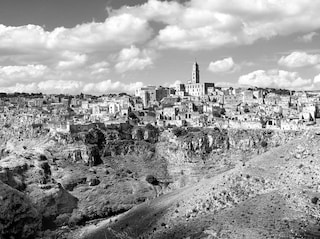 Una notte nei Sassi di Matera: le Grotte della Civita