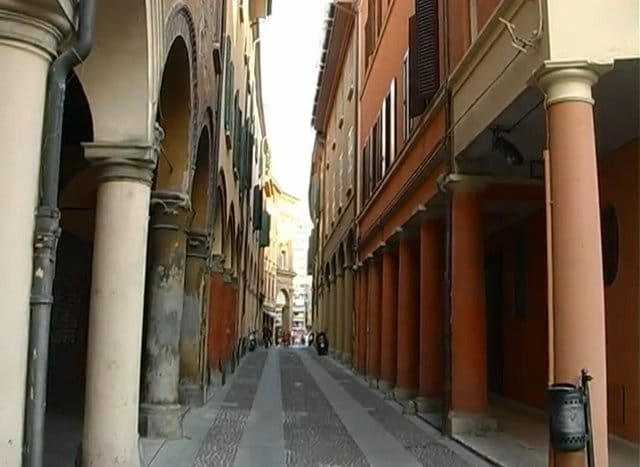 Via del Pratello di giorno, Bologna