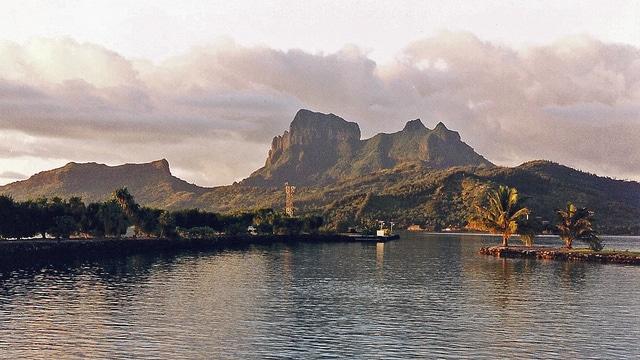 Bora Bora all'alba