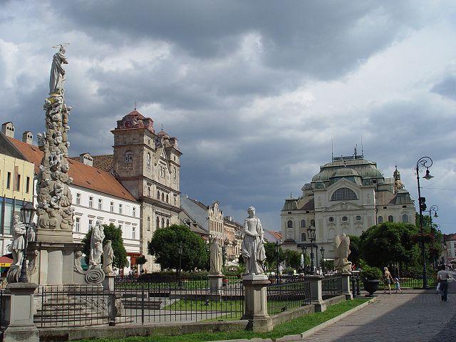 Kosice, il teatro statale e i giardini