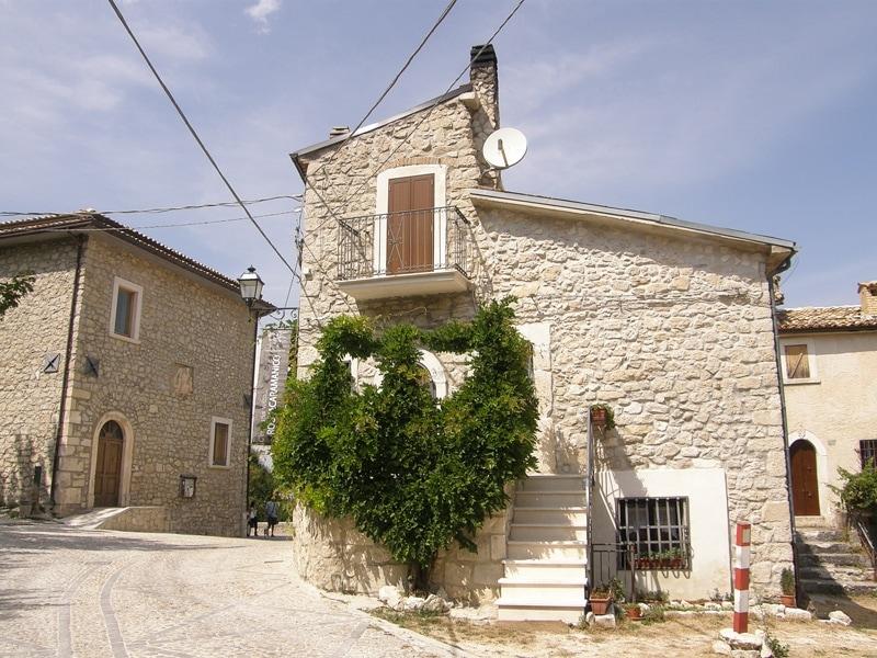 Roccacaramanico, il borgo
