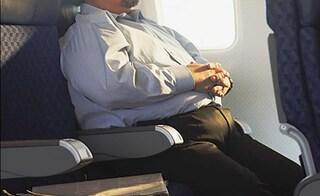 In aereo paghi quanto pesi: la proposta choc di un professore norvegese