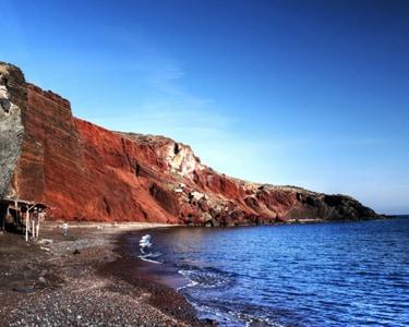 La spiaggia rossa di Santorini
