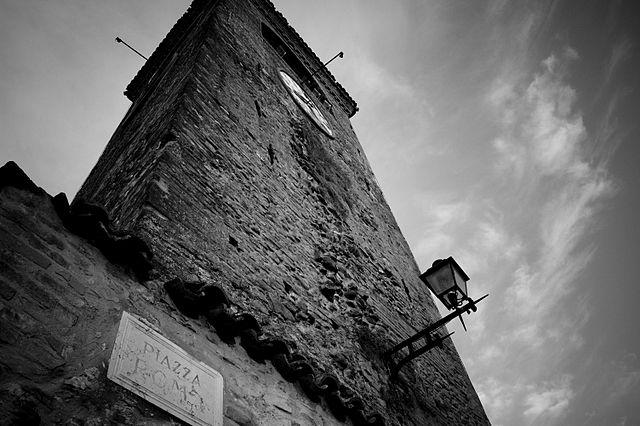Castelvetro di Modena, Torre dell'orologio