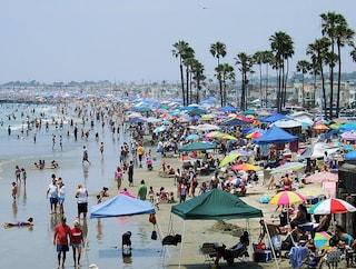 I comportamenti peggiori in spiaggia: quando è meglio cambiare ombrellone