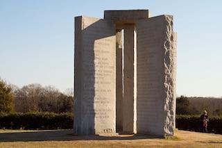 Il mistero di Georgia Guidestones, la Stonehenge americana