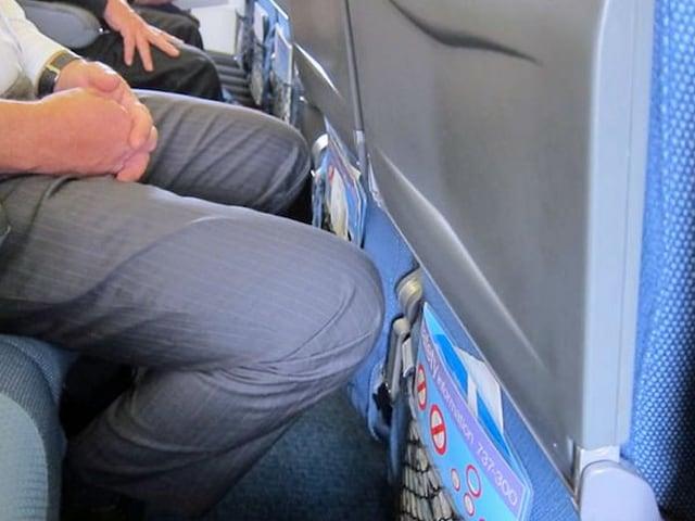 Ginocchio passeggero in aereo