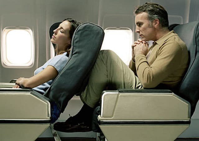Sedile reclinato in aereo