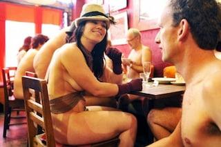 I ristoranti in cui si mangia nudi