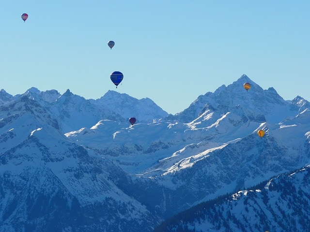 Mongolfiere sui monti [Foto di LoggaWiggler]