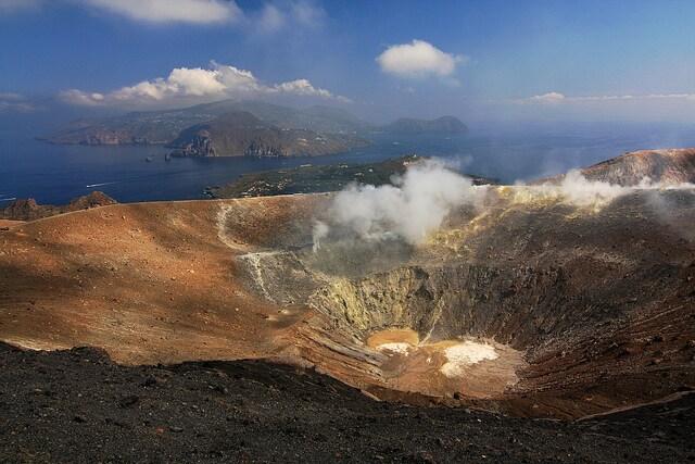 Lipari vista dal cratere di Vulcano