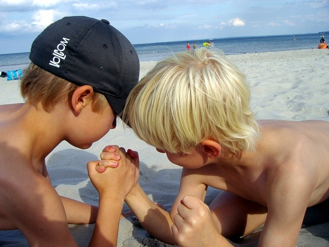 Salute dei bambini in vacanza: giocando ci si diverte (e ci si può far male). Foto di mnanni.