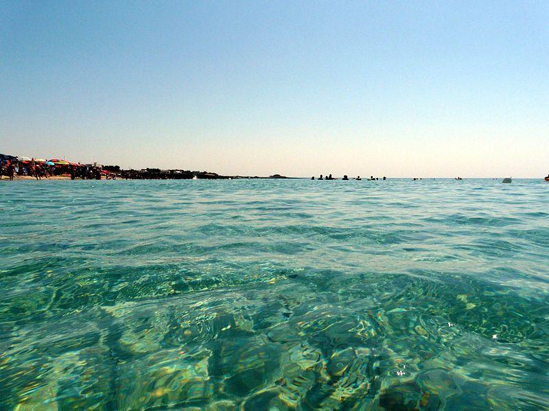 In Puglia non mancano certo le case sul mare (Foto di Deblu68).