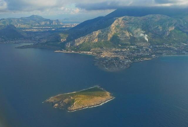 Isola delle Femmine dall'aereo