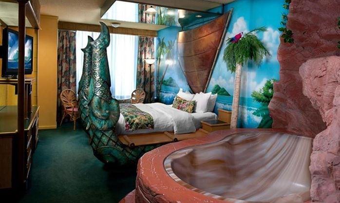 Fantasticare dormendo nel Fantasyland Hotel.