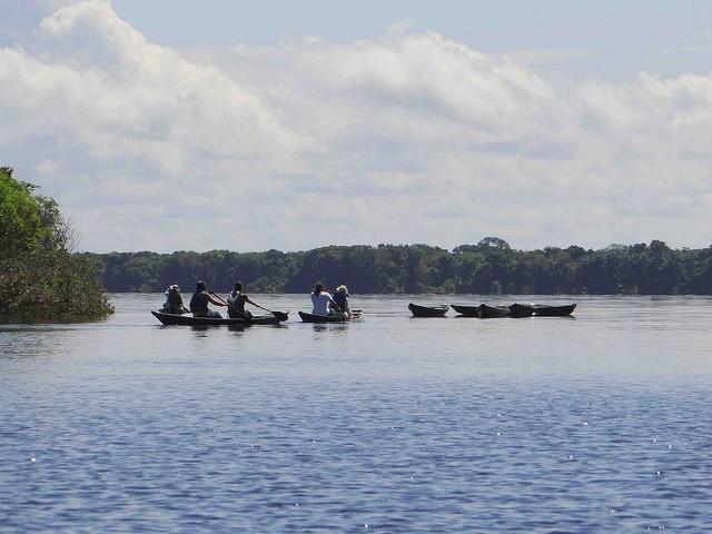Canoa sul Rio Negro (Foto di Machalle Photos)