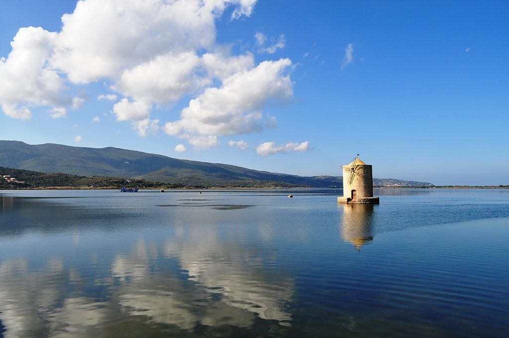 Il mulino spagnolo nella laguna di Orbetello. Foto da Wikipedia