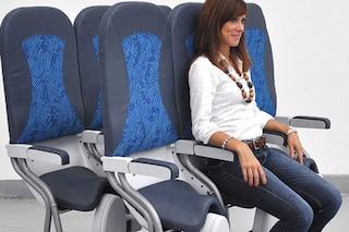 Viaggiare in aereo senza sedersi: torna la proposta low cost (e low relax)