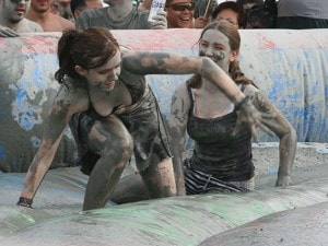 Lotta nel fango (Foto Wikipedia).