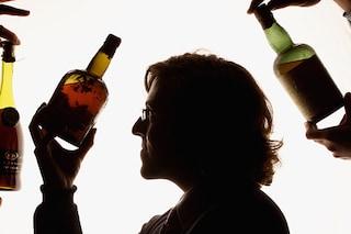 Liquori, birra, vino o analcolici: cosa si consuma di più in aereo?