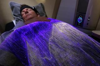 La coperta che dice come ti senti mentre sei in aereo (VIDEO)