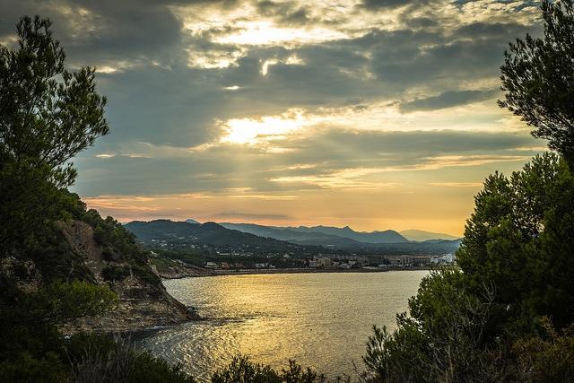 Javea, un'ora da Alicante. Foto di Adrian Scottow